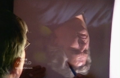 Хокни обрисовывает проекцию человека на холсте